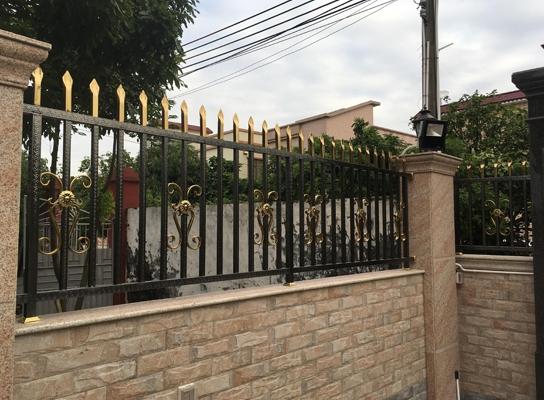 别墅外围栏杆施工
